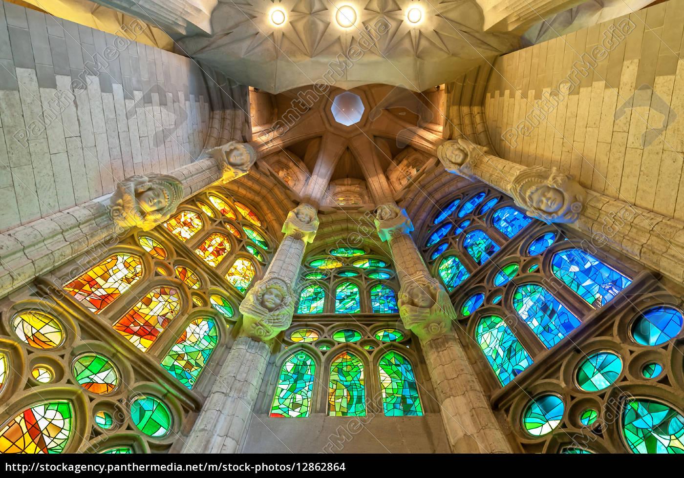 sagrada, familia, de, barcelona, en, españa, europa. - 12862864