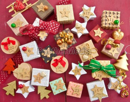 calendario de adviento con pequenyos regalos