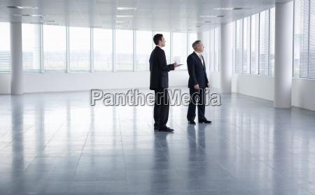 movimiento en movimiento oficina hombres hombre