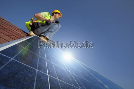 ingeniero de la instalacion de paneles
