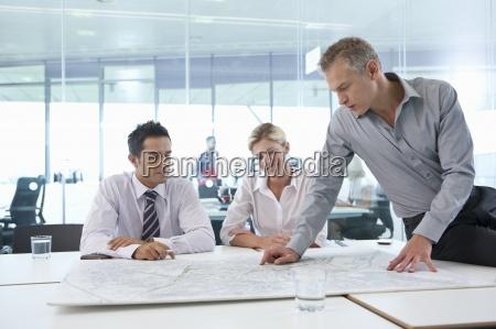 mujer personas gente hombre oficina sala