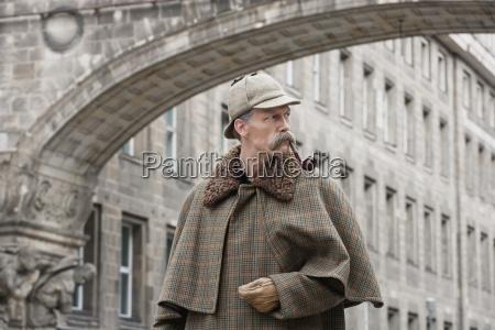 ciudad color masculino retrato boveda guante