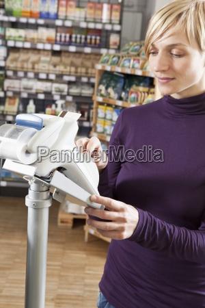 mujer color femenino mercado serie compras