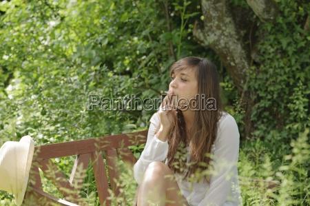 mujer cigarrillo personas gente hombre mujeres