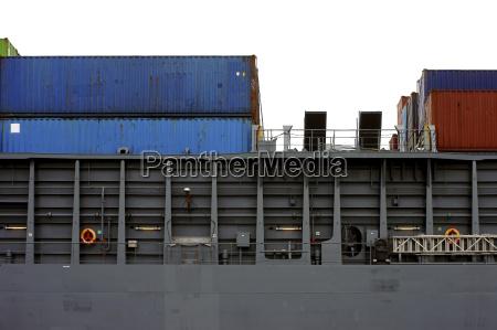 vista lateral del buque contenedor