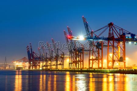 puentes de contenedores en el puerto