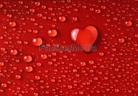corazon de gotas de agua