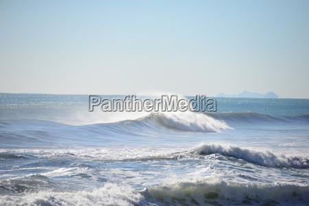 ondas en el mediterraneo espanya