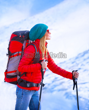 feliz chica palying esqui
