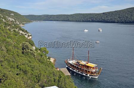 barco en el limfjord croacia