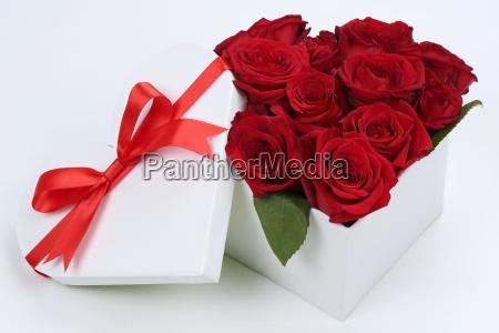 regalo como corazon con rosas para