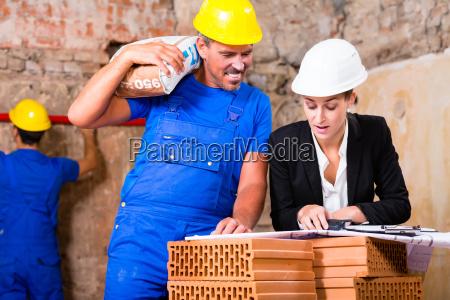 arquitecto y construccion trabajadores de la