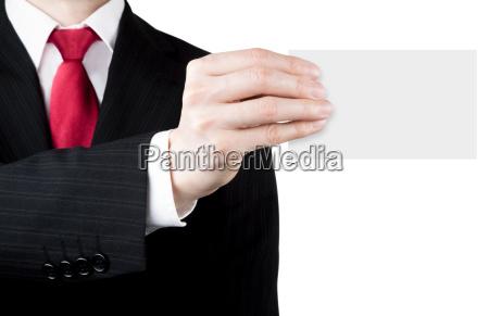 hombre de negocios sosteniendo una tarjeta