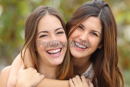 dos amigos de las mujeres que