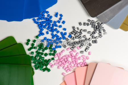 granulos de plastico con placas de