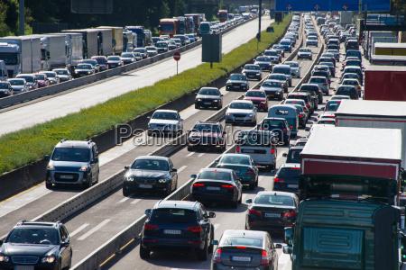 trafico de automoviles en la carretera