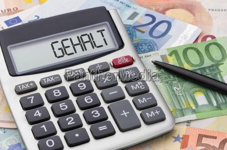 calculadora con billetes de dinero