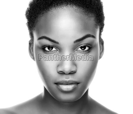rostro de una joven belleza negra