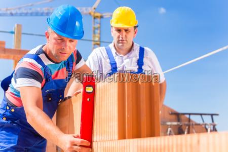 trabajadores de la construccion casa de