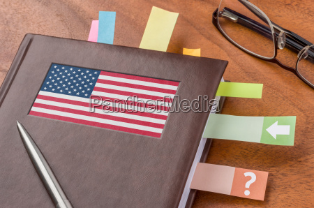 calendario con la bandera de los