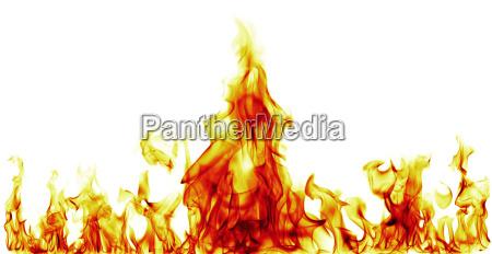 llamas de fuego sobre fondo negro