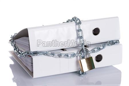 informacion restringida bloqueada con cadena
