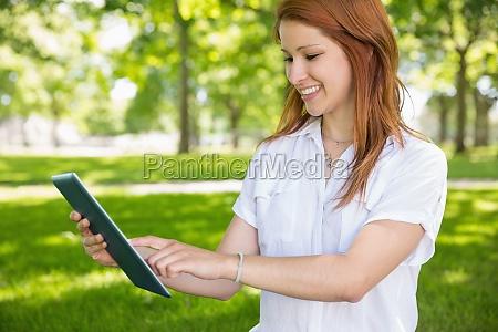 mujer risilla sonrisas blusa hermoso bueno