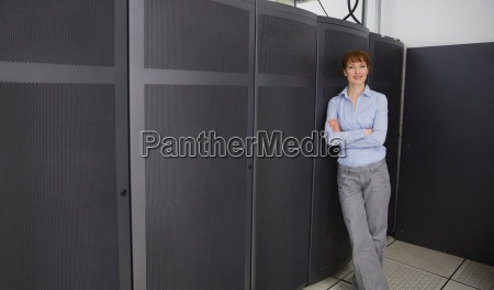 mujer torre risilla sonrisas femenino electronica