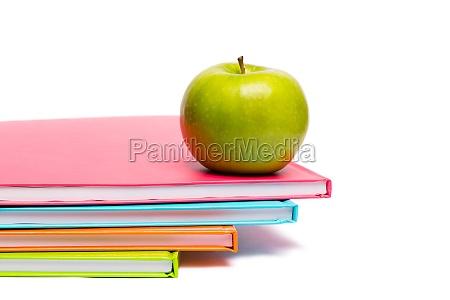 manzana verde en cuadernos