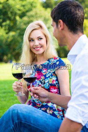 mujer personas gente hombre beber bebida