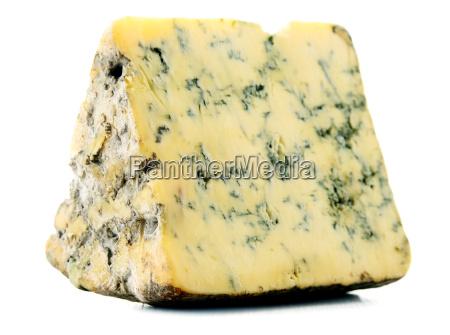 trozo de queso azul aislado en