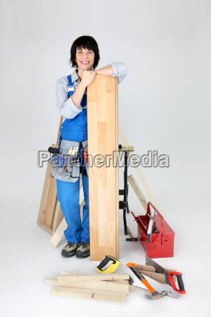mujer a punto de poner suelo