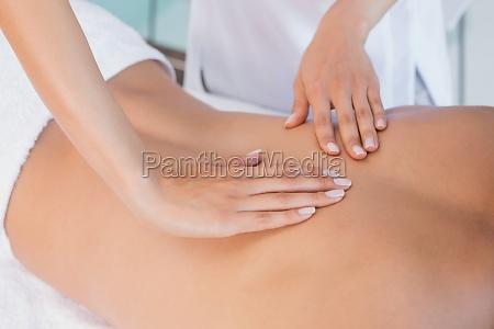 cierre de masaje de espalda en