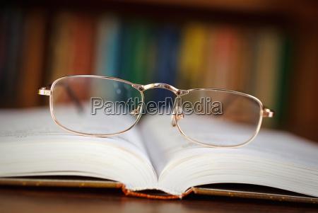 vidrios en un libro