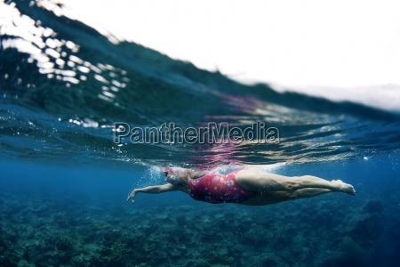 paseo viaje horizontalmente submarino al aire