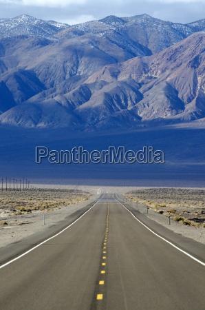 un camino carretera 95 se extiende