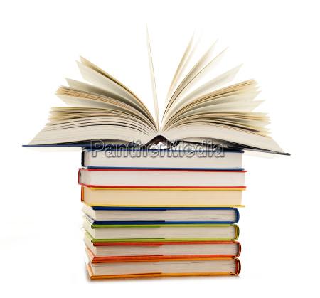 educacion apilar biblioteca leer papel libro
