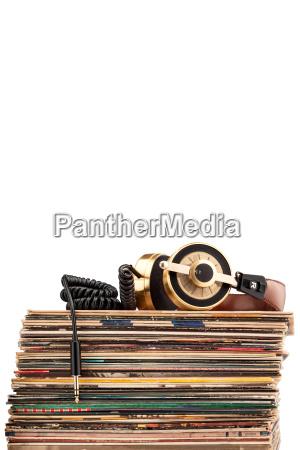 auriculares y discos de vinilo