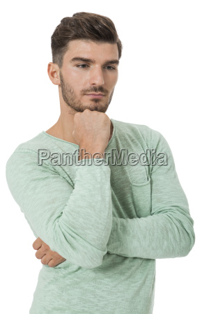apuesto joven en ropa informal atractivas