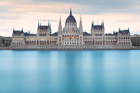 edificio del parlamento hungaro antes del