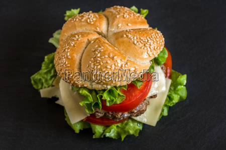 hamburguesa con las verduras frescas