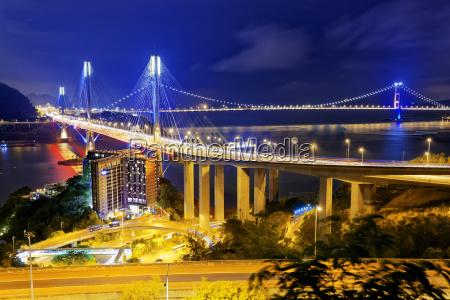 ting kau bridge por la noche