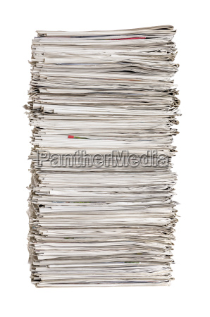 pila de periodicos contra un fondo