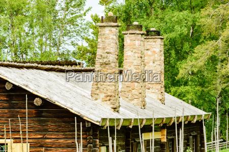 casa construccion enorme arbol piedra madera