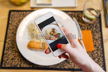 tomar una foto de la comida