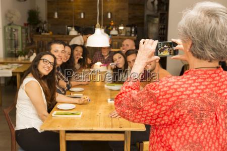 granny tomar una foto de toda