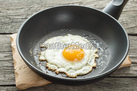 con huevos fritos