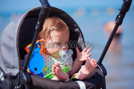 retrato de bebe en el carro