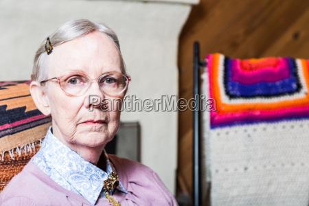 anciana en el salon
