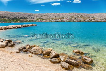 hermosa playa en la isla croata